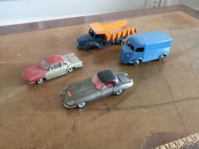 DINKY TOYS. 5 voitures : Jaguar type E, Renault...
