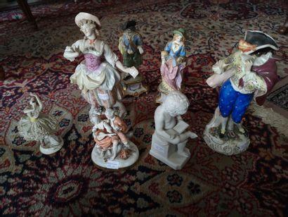 Lot de groupes en porcelaine et biscuit (7...
