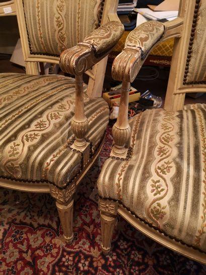 Paire de fauteuils laqués, accotoirs à balustre,...
