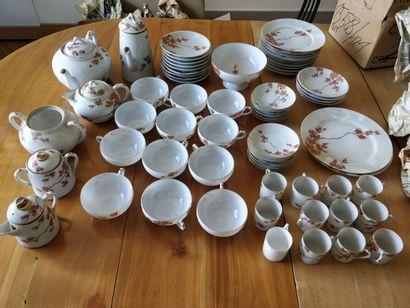 Service à thé et café décor de branches feuillagées...