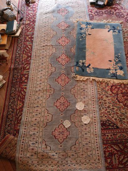 Lot de 4 tapis comprenant : Trois tapis...