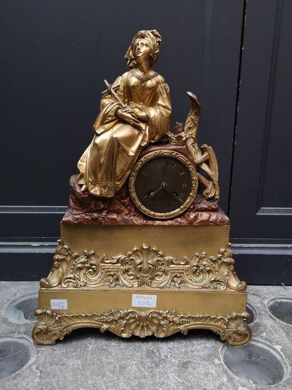 Pendule en bronze doré à décor de sainte,...