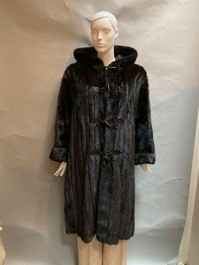 YVES SAINT LAURENT Fourrures. Duffle-coat...