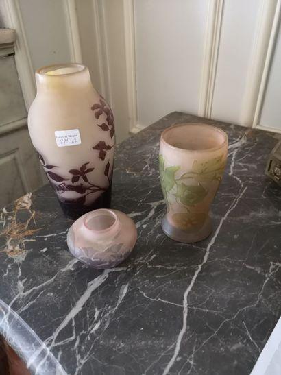 GALLE. Trois vases décor camé à l'acide (H...