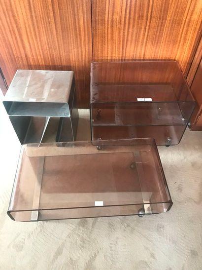 Petite étagère et table basse à roulettes...