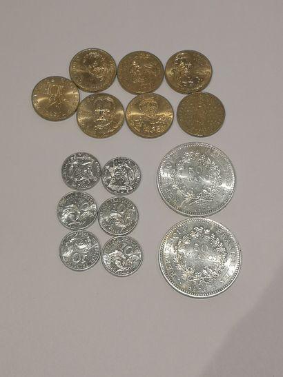 Lot de 15 pièces dont :    2 pièces de 50...