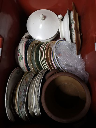 2 caisses comprenant faïence et porcelaine...