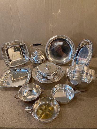 Lot de métal argenté, pièces de forme diverses...