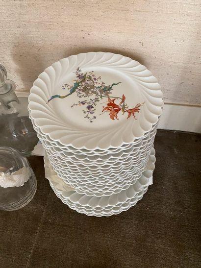 HAVILAND  Service en porcelaine, décor floral...