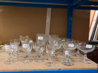 Lot de verreries, comprenant : 6 verres à...