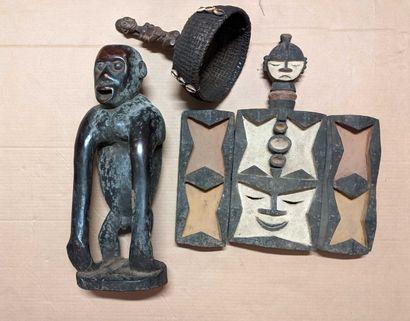 Caisse ensemble objets africains dont une...