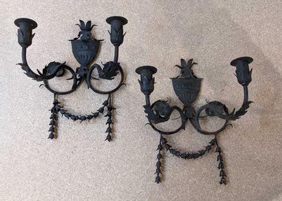 Lot: 12 appliques en métal peint en noir