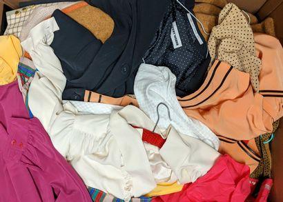 Fort lot de vêtements divers