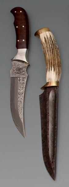 Deux couteaux de chasse hongrois à forte...