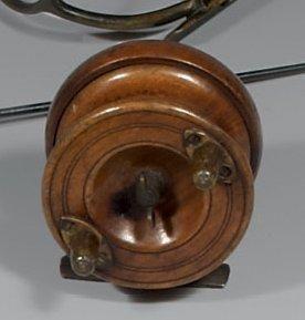 Petit moulinet en bois et cuivre (type Nottingham)...