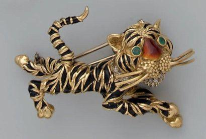 Broche en or et émail, figurant un tigre...