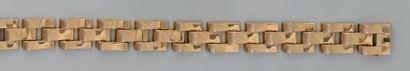 Bracelet tank en or, composé de maillons...