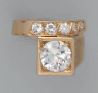 Bague asymétrique en or, ornée d'un diamant...