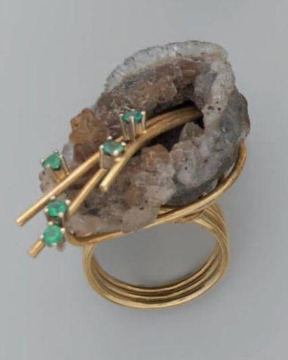 Bague en or ornée d'un quartz micro-cristallisé...