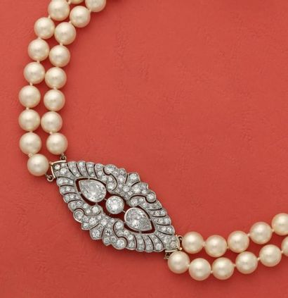 Élégant collier composé de 2 rangs de perles...