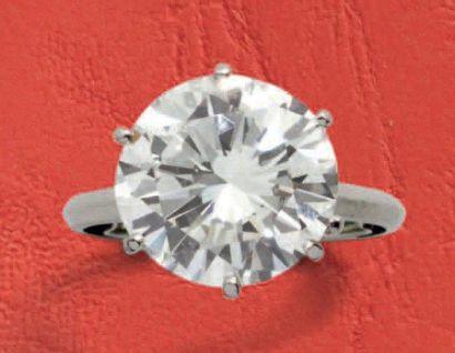 Bague solitaire en platine, ornée d'un diamant...