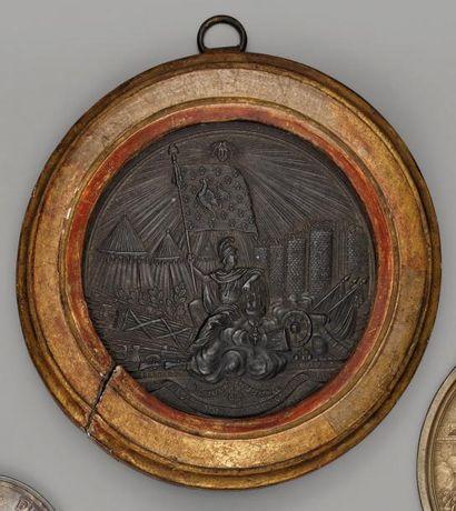 Médaille uni face en étain: