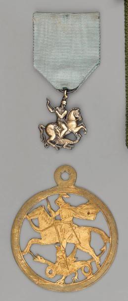 Deux insignes de l'ordre de Saint-Georges...