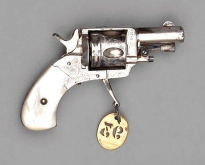 Petit revolver Bull Dog, simple et double...