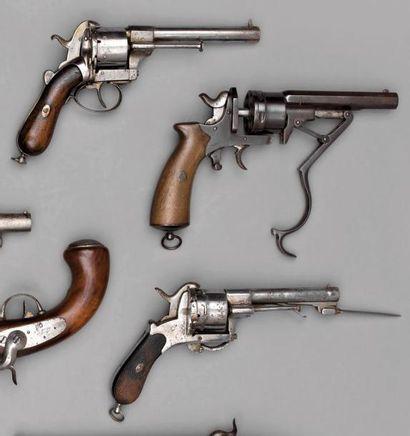 Deux revolvers à broche, système Lefaucheux,...