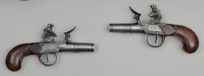 Paire de pistolets coup de poing de la Manufacture...