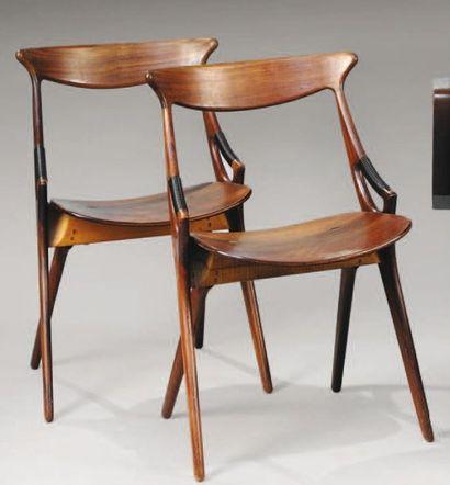 TRAVAIL DANOIS Paire de chaises en teck,...