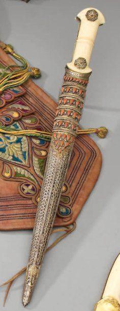 Grand poignard ottoman, poignée à plaquettes...