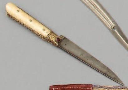 Petit poignard, kard, poignée à plaquettes...