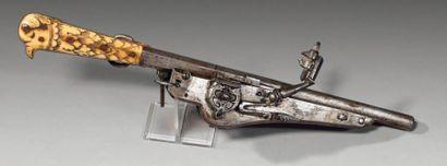 Très curieux et insolite pistolet à rouet...