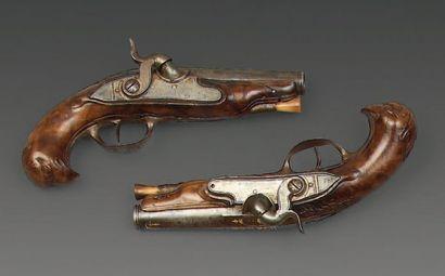 Jolie petite paire de pistolets d'officier...
