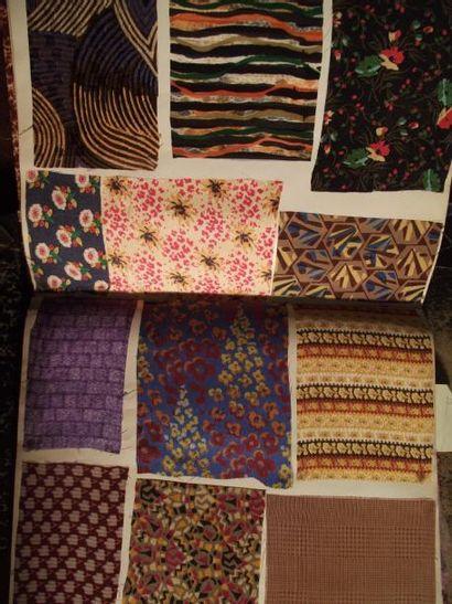 Beaux échantillons de soie façonnée ou imprimée...