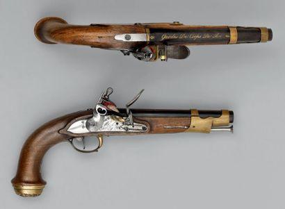 Paire de pistolets à silex de garde de corps...