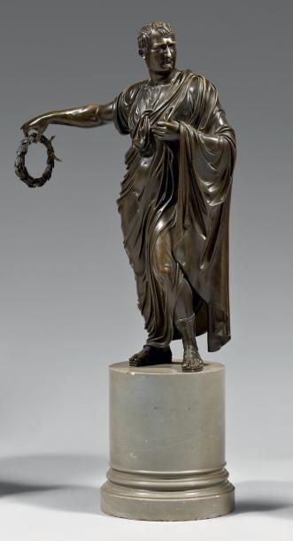 Napoléon 1er en pied, représenté en empereur...