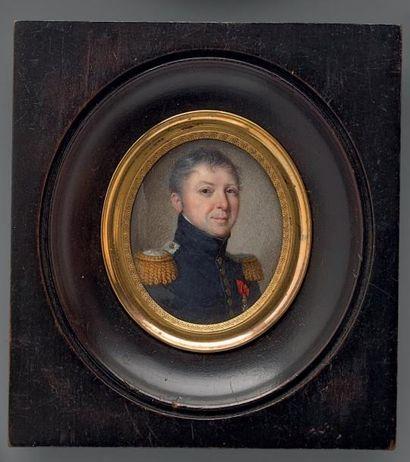 Miniature ovale sur ivoire: Portrait d'un lieutenant-colonel d'infanterie; il est...