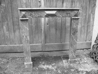 Cheminée bois, patinée faux marbre H. 98 - L. 96 cm
