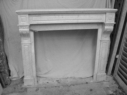 Cheminée en marbre à modillons H. 100 - L....