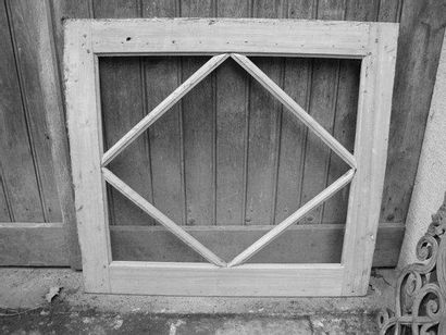 Imposte losangée, bois blanc H. 88 - L. 98...