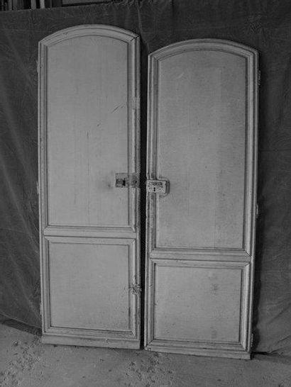 2 Portes en bois peint haut cintré H. 184...