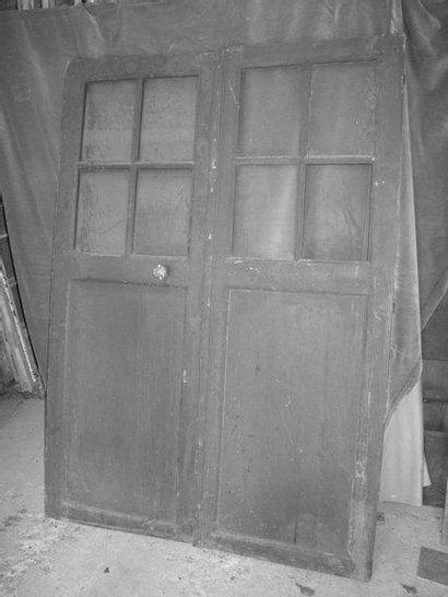 Paire de portes vitrées châssis en sapin...
