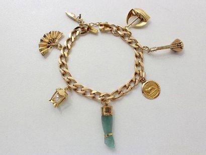 Bracelet en or, maille gourmette, orné de...