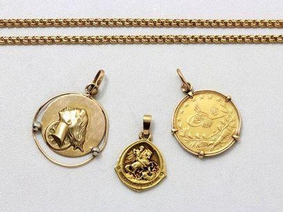 Lot en or, composé de 3 médailles et d'une...