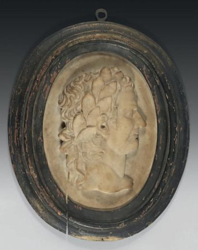 Médaillon ovale, figurant un empereur de...