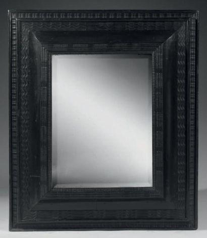 Beau miroir dans un cadre à profil inversé,...