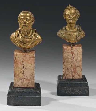 Paire de bustes en bronze ciselé et doré,...