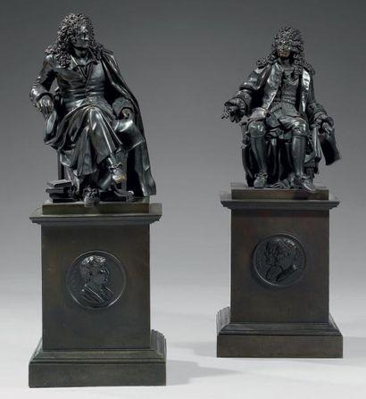 Paire de statuettes en bronze ciselé et patiné...
